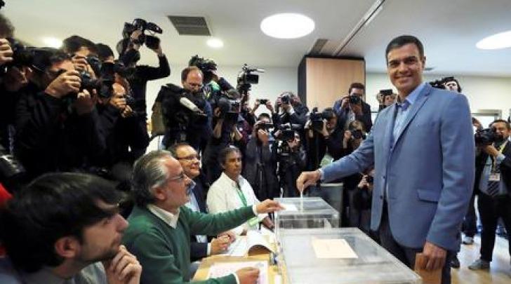 Spagna al voto aperti i seggi si vota per rinnovo del for Ultime notizie dal parlamento italiano